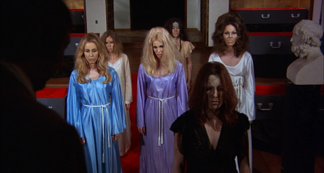 The Return of Count Yorga - Undead Beauties